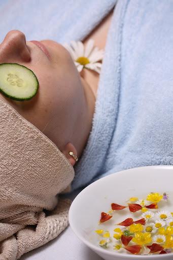 Die richtige Ernährung hilft gegen Hautrötungen
